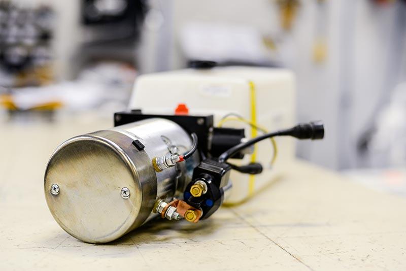 Centrale hydraulique à courant continu (pour véhicules 12 et 24 volts)