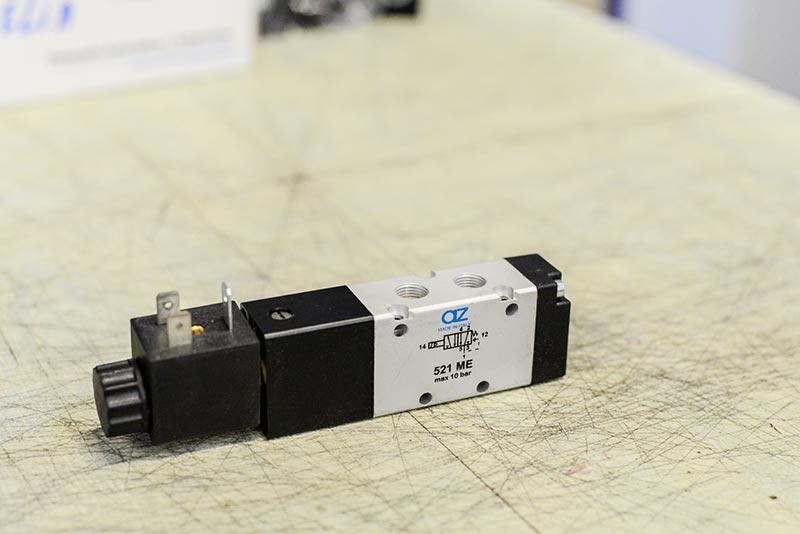 Distributeur pneumatique à commande électrique