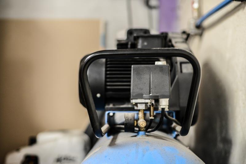 Pressostat de compresseur à pistons en service