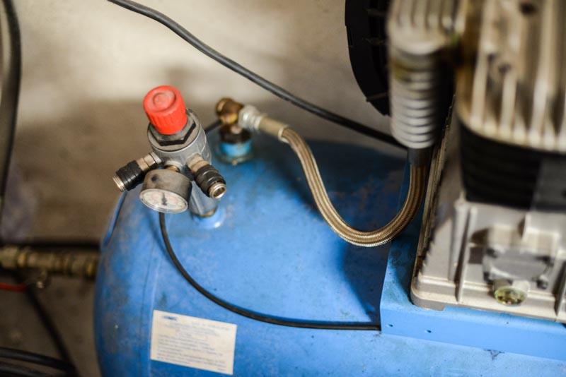 Bloc de compression à piston en activité