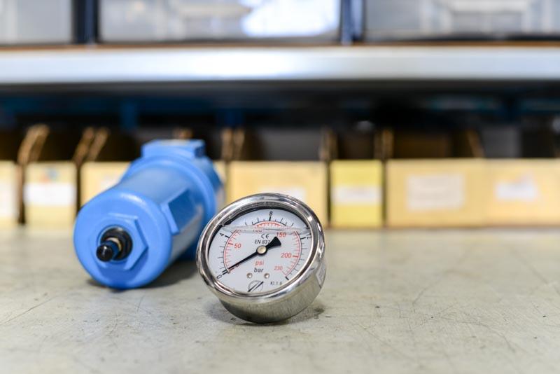 Manomètre et filtre submicronique pour compresseur