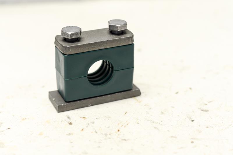 Collier de fixation pour tubes